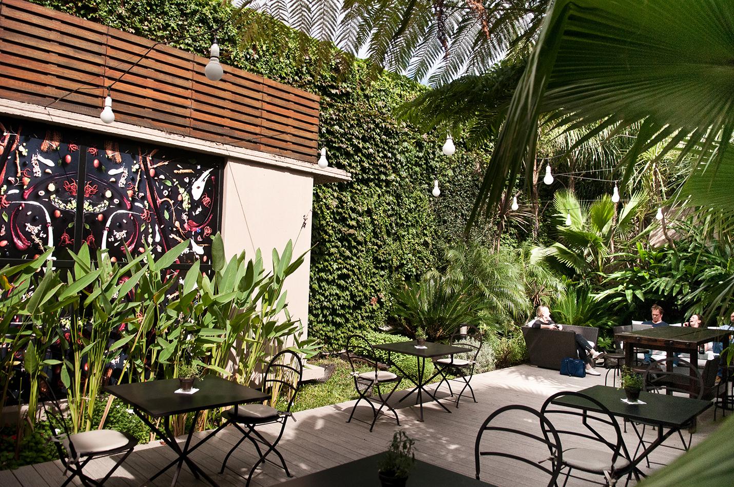 Lush garden at Fierro Hotel